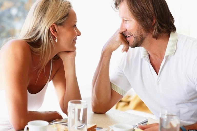 couple-rendez-vous-restaurant