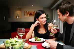couple-diner-le-soir