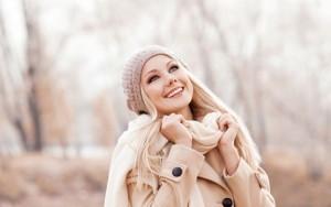 femme_blonde-heureuse-et-irresistible