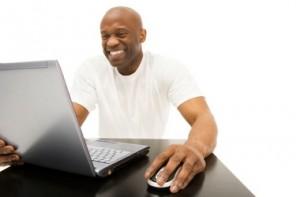 homme-cherche-amour-sur-internet