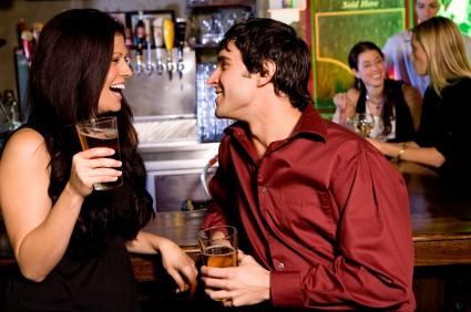 couple-en-bar