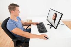 homme-skype-avec-son-femme