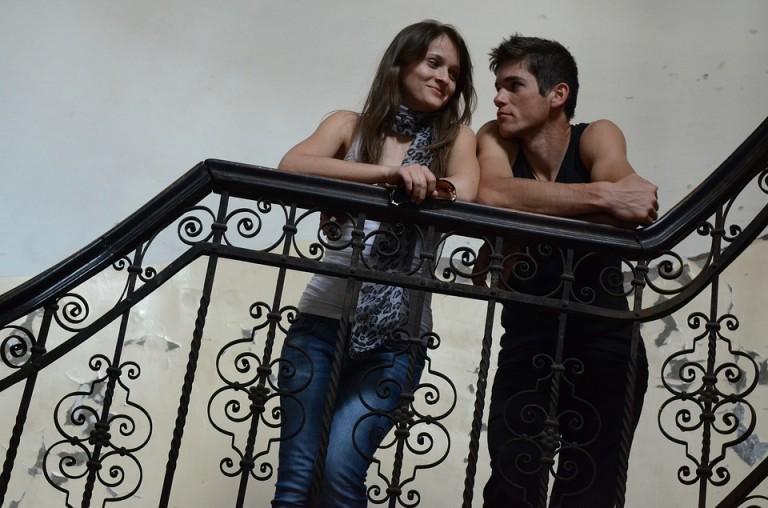 jeune-couple_amoureux