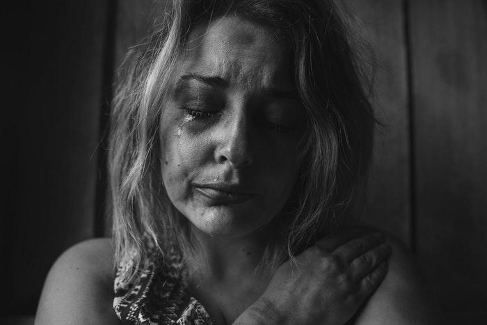 01-femme-triste