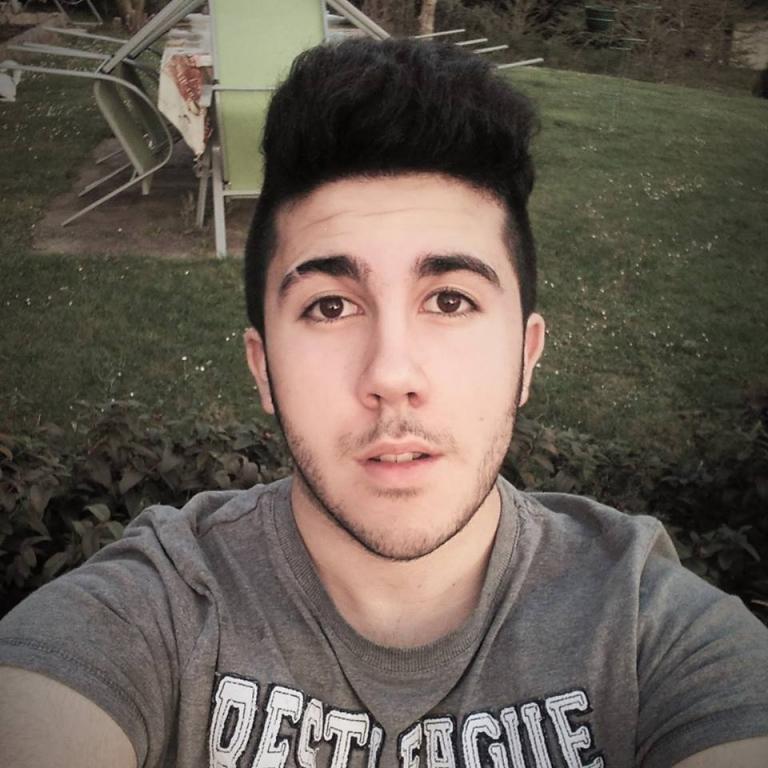 Celibataire homme 21 ans [PUNIQRANDLINE-(au-dating-names.txt) 69