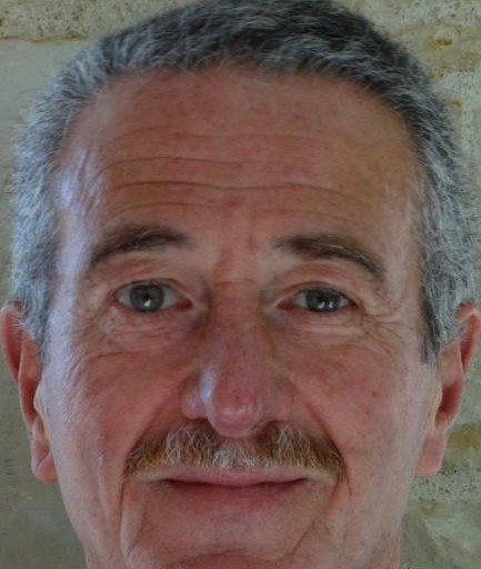 un homme senior, Divorcé de 68 ans, charente, France. 4 photo(s) (Yeux : - Cheveux : Blanc/Gris - 170 cm - Statut civil: Divorcé)