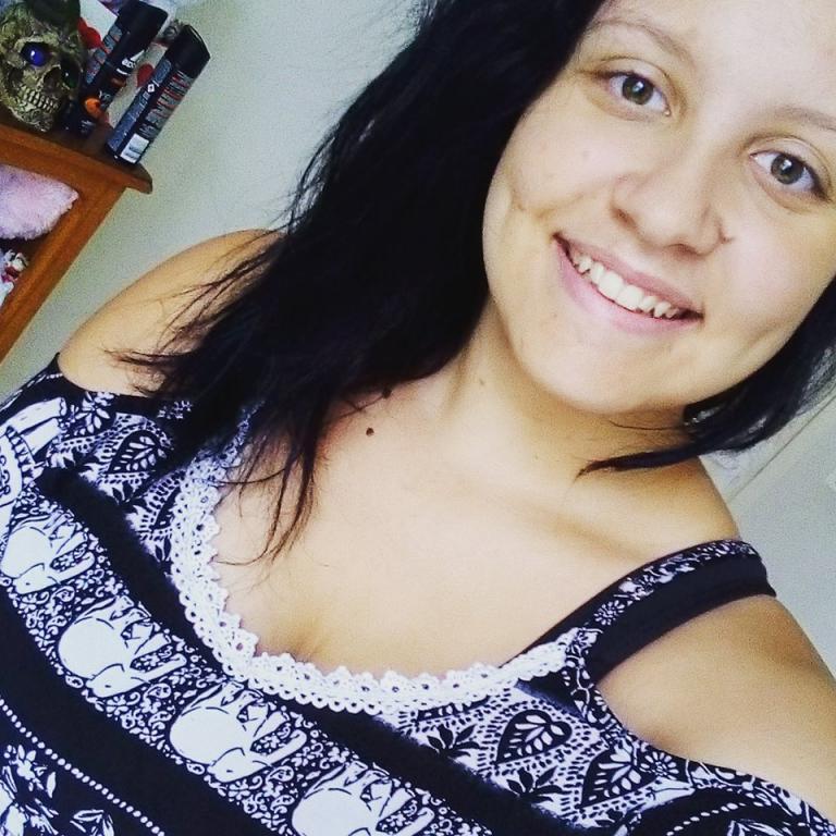 Profil de LoaneHo 21 ans rencontre loire 42 une femme