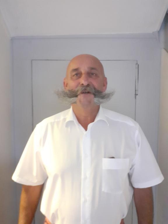 Marcoustache