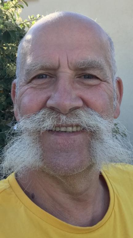 Moustacheblonde